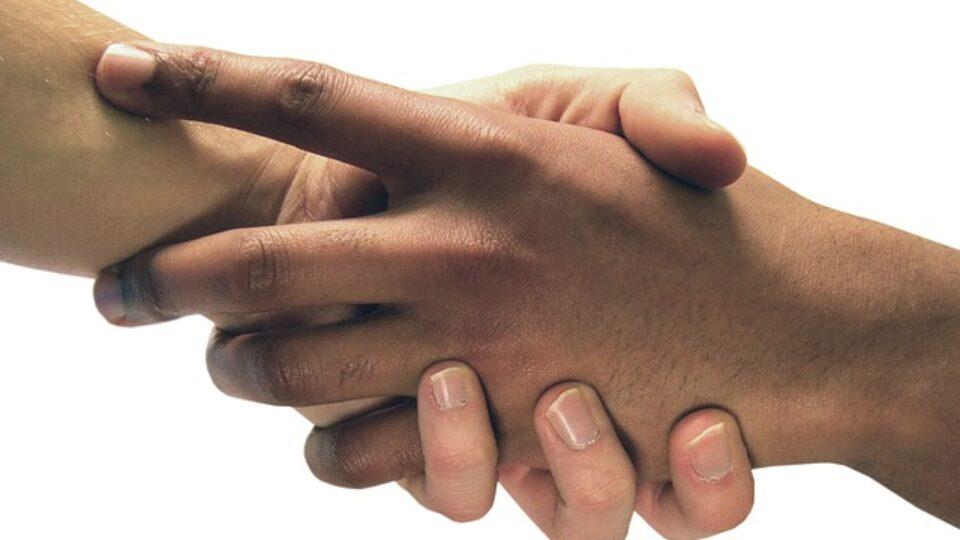 hands-4859114_640