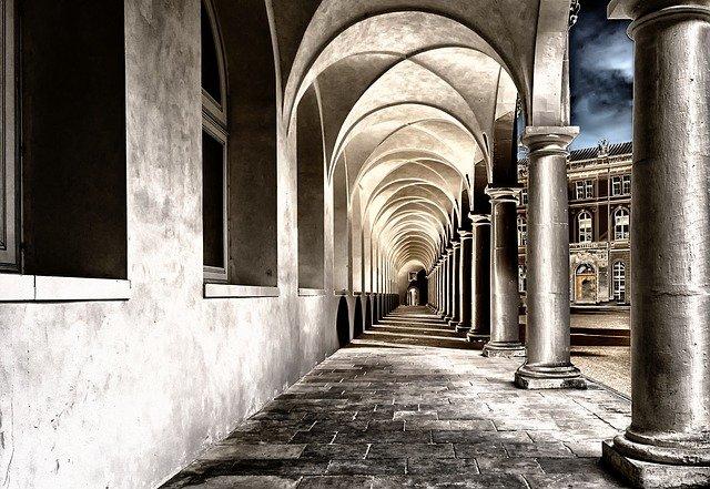 cloister-2041063_640