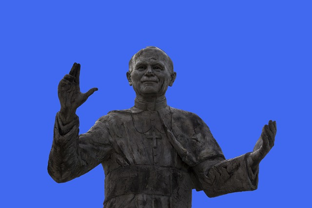 statue-of-pope-john-paul-ii-2417462_640